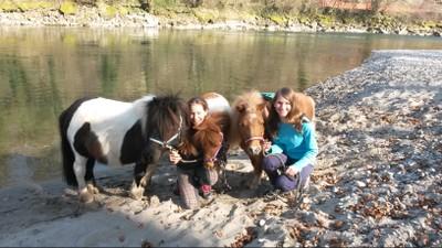 Wir und die Ponys an der Aare!